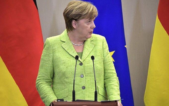 Сеть хохочет над курьезным фото— Меркель имедведи