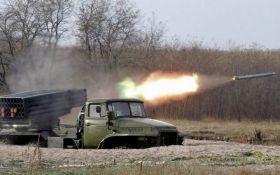 """Бойовики з """"Градів"""" продовжують обстріли на Донбасі: сили АТО зазнали серйозних втрат"""