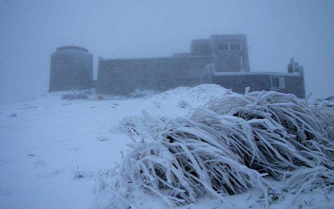 В Україні несподівано випав перший сніг: видовищні фото і відео