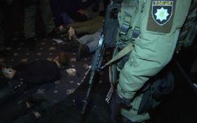 В Киеве спецназ задержал три десятка людей с оружием: появились фото и видео