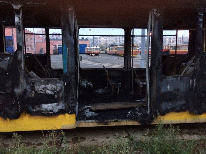 У Києві спалахнули трамваї в депо: опубліковані фото (1)
