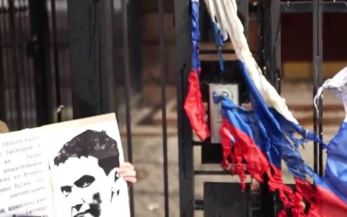 Флаг России в клочья: появилось новое видео акции против Путина в Киеве