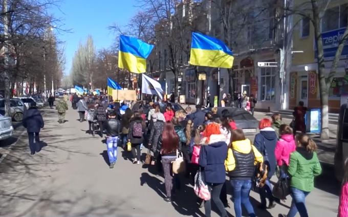 В бывшей столице «русской весны» провели шествие в честь Шевченко: опубликовано  видео