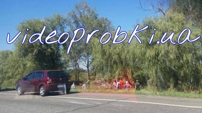 Під Києвом в аварію потрапили два позашляховика: з'явилися фото (1)