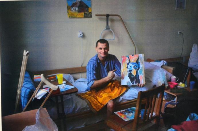 В Днепропетровске открылась выставка картин раненых бойцов АТО (5 фото)