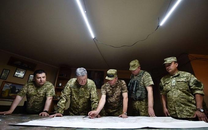 """Стало відомо, про що Порошенко """"ділився секретами"""" з військовими на Донбасі"""