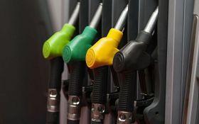 В Україні продовжує дешевшати бензин: названі нові ціни