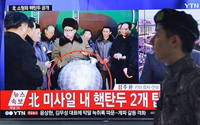 Соцсети развеселило фото Ким Чен Ына с ядерной боеголовкой в руках