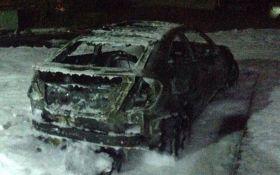 Жене знаменитого украинского мэра сожгли авто: появились фото