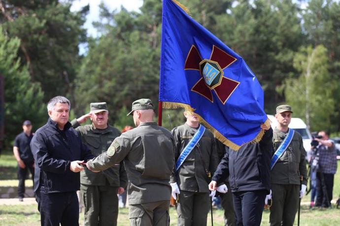 Турчинову показали гармати і танки Нацгвардії: опубліковано відео (1)