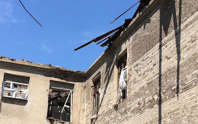 Жебрівський показав фото обстріляної бойовиками школи у Красногорівці