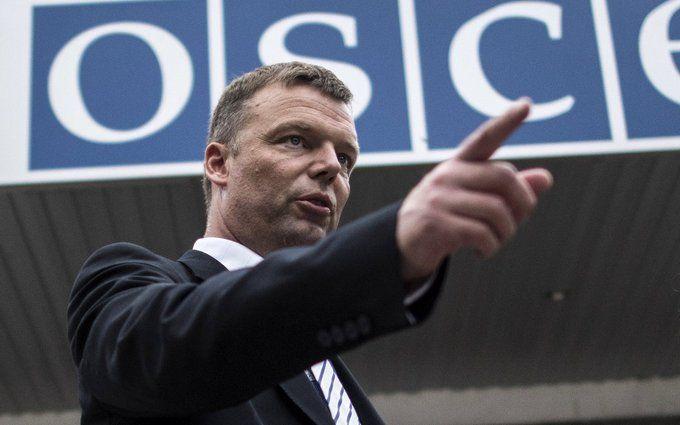 Дали під зад: в мережі розповіли про конфуз із заступником глави місії ОБСЄ на Донбасі