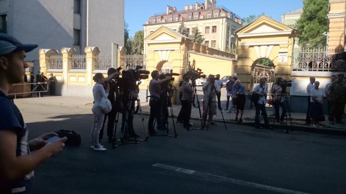 Савченко переплутала Порошенка і Росію: акція під АП розбурхала соцмережі (4)
