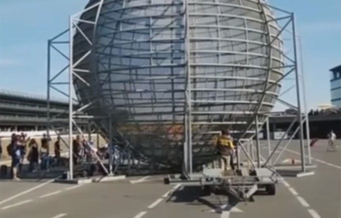 Український каскадер поставив світовий рекорд і травмувався: опубліковано відео