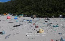На острове в Тихом океане образовалось огромная свалка пластикового мусора: появилось видео