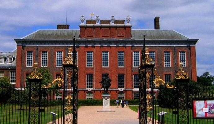 Неизвестный поджог себя возле резиденции принца Уильяма
