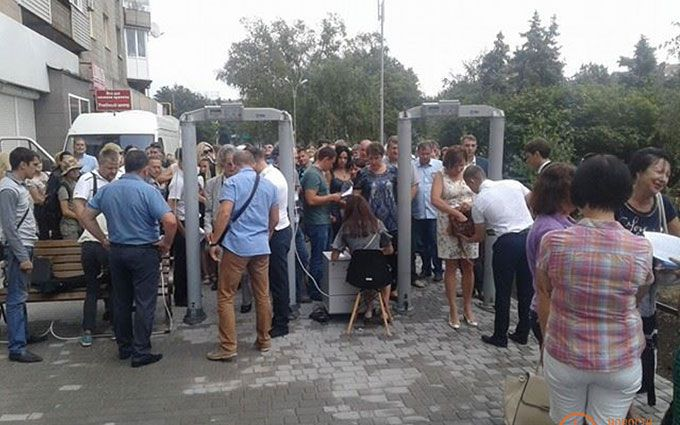 У прифронтовому Маріуполі зустрічають Порошенка: опубліковані фото