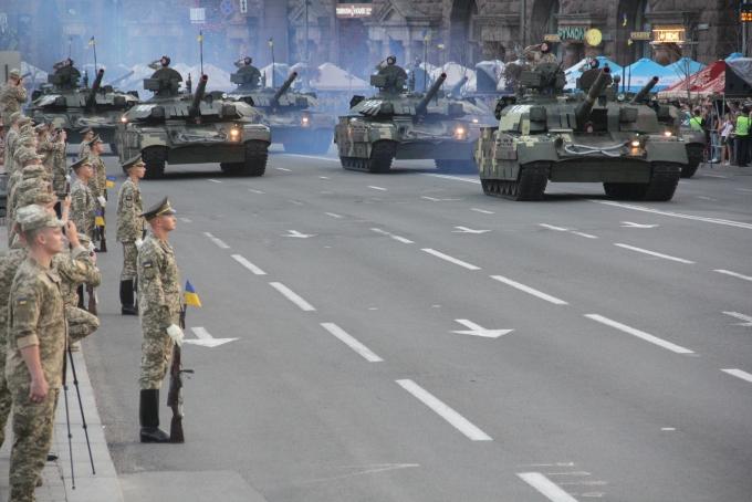 Ракеты, танки и авиация: опубликованы зрелищные фото и видео репетиции парада в Киеве (7)