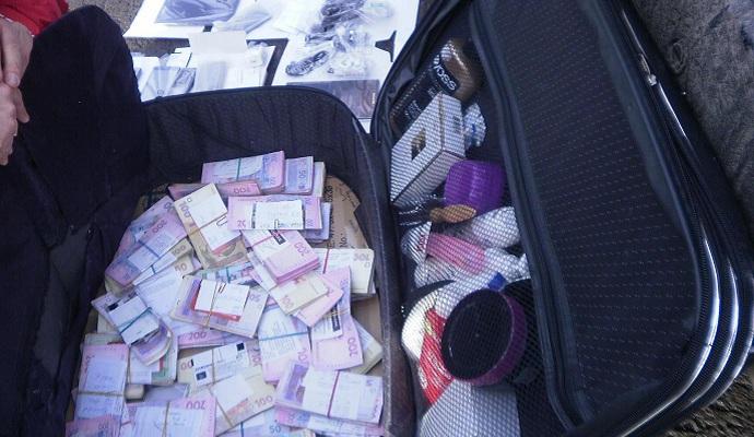 Прикордонники затримали українця, який перевозив бойовикам значну суму коштів
