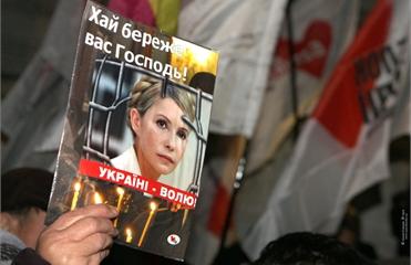 Батьківщина обогнала по рейтингу партию Януковича, - опрос