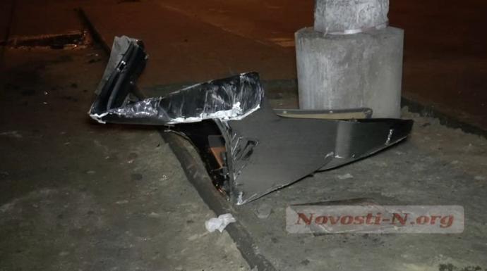 Пьяный водитель в Николаеве ухитрился перевернуть микроавтобус: появились фото и видео (5)