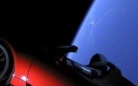Астрономи показали, як Tesla Roadster летить між зірками: опубліковано відео
