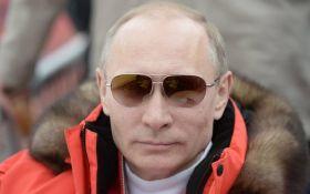 Не ображай маленьких!: нове фото Путіна на високих підборах висміяли в мережі