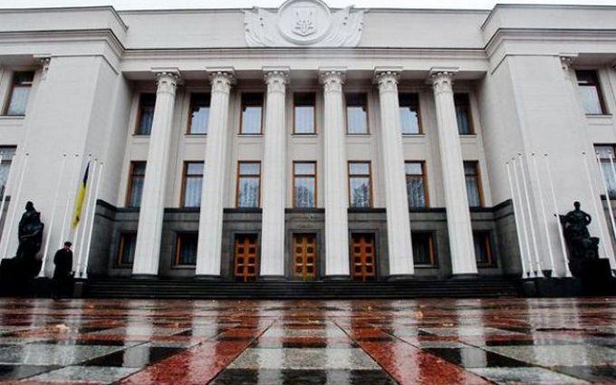 Рада приняла меры против оружия в органах власти