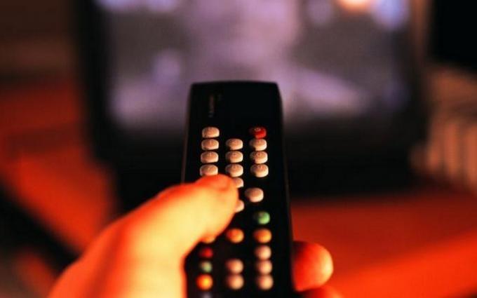 Замість російських телеканалів в Україні дозволили еротику з США