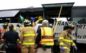 У мережі з'явилися відео з місця жахливого зіткнення поїзда з автобусом у США