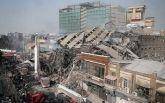 Падение небоскреба в Иране: появились новые драматичные фото и видео