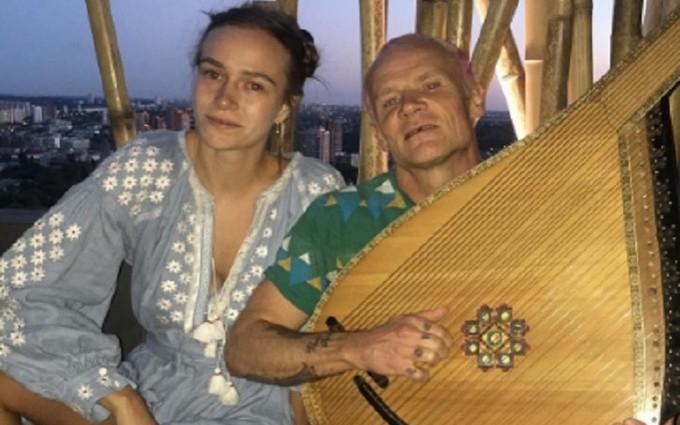 Учасник легендарної американської групи змінив гітару на бандуру: опубліковані фото і відео