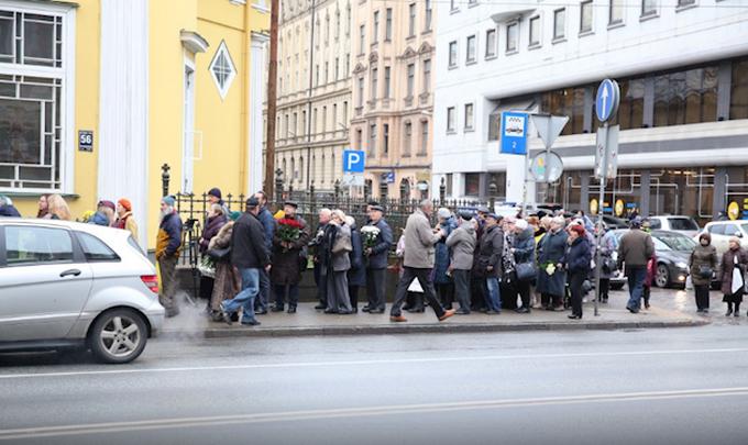 В Латвии похоронили российского сатирика Задорнова: появились фото и видео (1)