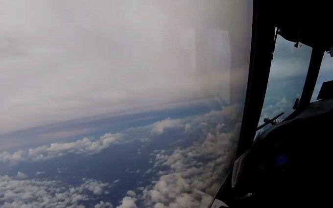Літак влетів в ураган Ірма: опубліковано вражаюче відео