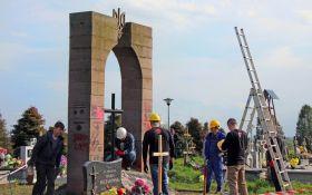 Институт нацпамяти приостанавливает легализацию мемориальных объектов Польши в Украине