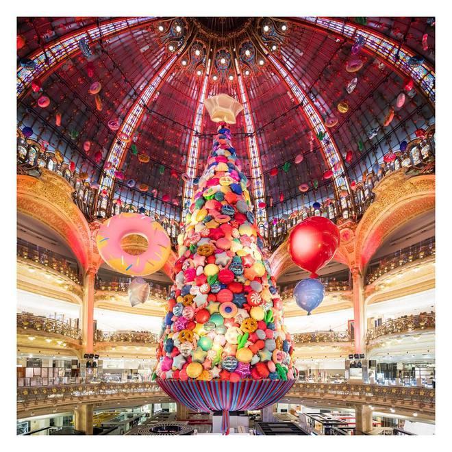 Самые оригинальные и необычные новогодние елки в мире: впечатляющие фото и видео (1)