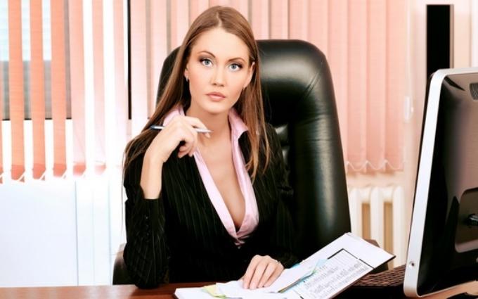 Жінка швидше знайде роботу, якщо в її резюме фото з декольте - дослідження