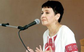 """Оксана Забужко читает письма Леси Украинки: эксклюзивная прямая трансляция из """"Книгарні """"Є"""""""