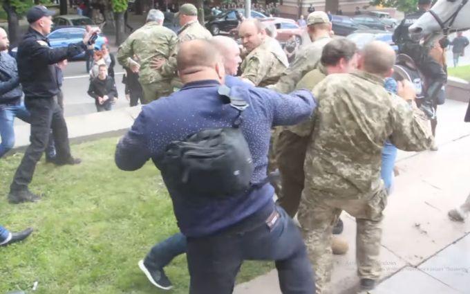 Аваков сообщил об еще нескольких задержанных титушках из Днепра: появились фото
