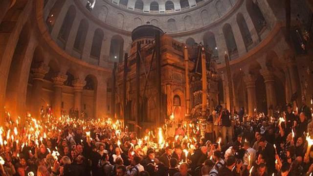 В Єрусалимі зійшов Благодатний вогонь: з'явилися вражаючі фото і відео (1)
