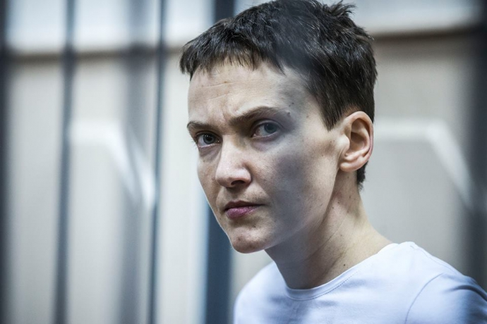 Савченко зірвала з трибуни ВР свій вкрадений портрет: опубліковано фото (1)