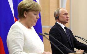 Кремль: Путин говорил с Меркель об особом статусе Донбасса