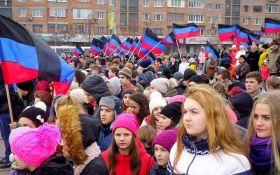 """Бойовики ДНР готують масовку до святкування річниці """"референдуму"""""""