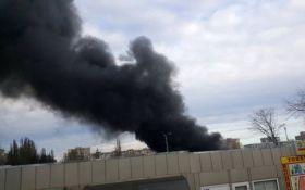 В Одессе вспыхнул масштабный пожар на рынке: появились фото и видео