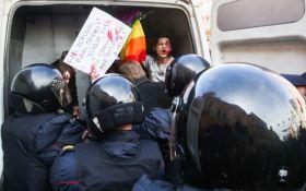 Кадырова в Гаагу: в Петербурге задержали протестующих против охоты за геями в Чечне