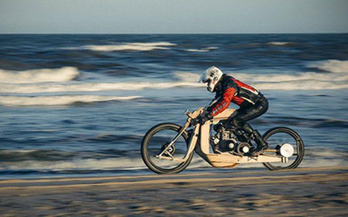 В Европе создали необычный мотоцикл, работающий на топливе из водорослей: появились фото и видео