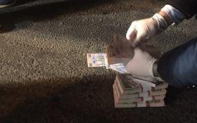 СБУ поймала чиновников на огромной взятке: опубликованы фото и видео задержания