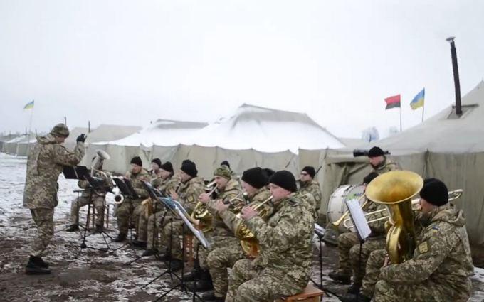 Украинские военные устроили яркий концерт на полигоне: появилось видео