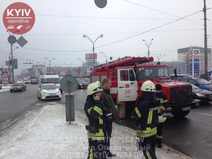 В Киеве машина загорелась прямо на ходу: опубликованы фото (1)
