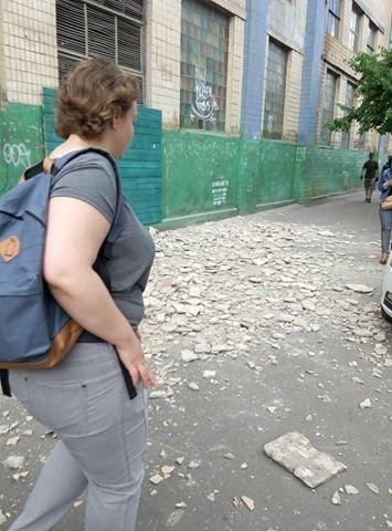 У Києві плитка, що обсипалася, травмувала чоловіка: опубліковані фото (1)